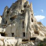 奇岩をくりぬいて作られた教会